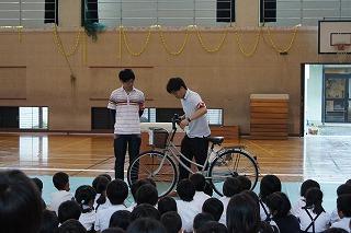 ... が交通安全自転車教室に協力